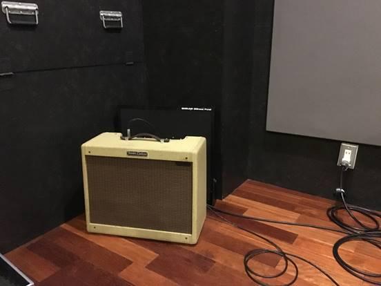 吸音パネルにてギターアンプの音回り込みを低減